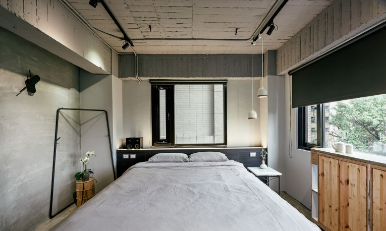 Play design hotel datong accommodation herenow taipei for Small hotel room design